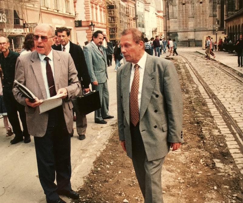 Primátor Rudolf Schuster na kontrolnom dni počas rekonštrukcie Hlavnej ulice
