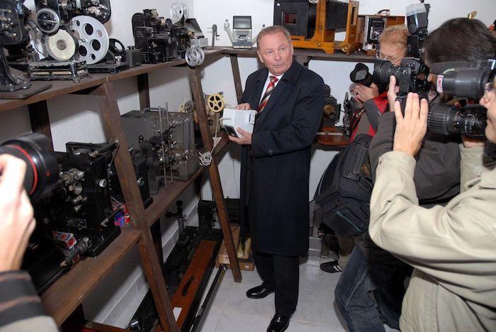 Obr.: Exprezident Rudolf Schuster zriadil vo svojom rodisku súkromné filmové múzeum